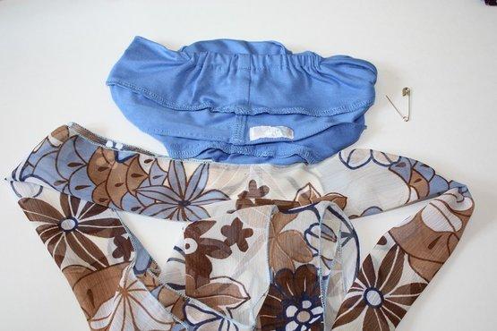 Stap 1: Keer de Mutssja binnenste buiten en vouw het sjaaltje in de lengte dubbel.