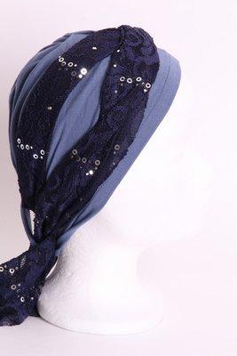 SG75 Jeans blauw midden, sjaaltje donker blauw met zilveren pailletjes