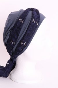 SSG58 jeans blauw donker, sjaaltje donker blauw met zilveren pailletjes